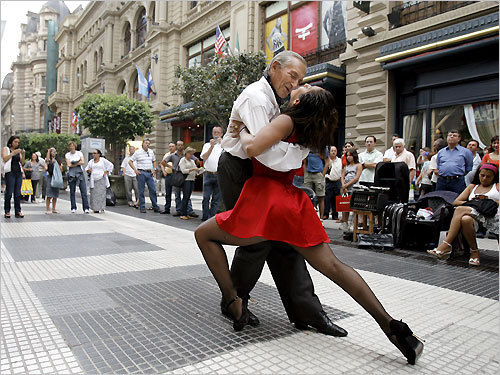 tango-in-the-streets-of-argentina